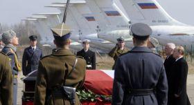 Putin rende omaggio alla salma di Kaczynski