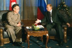 Putin con il presidente nordcoreano Kim Jong-il (Photo ITAR-TASS)