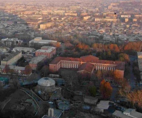 Un panorama della città di Osh