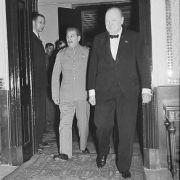 """Mosca, agosto 1942: la """"grande abbuffata"""" di Churchill e Stalin"""