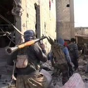 Guerriglieri curdi a Kobane (fonte: VOA)